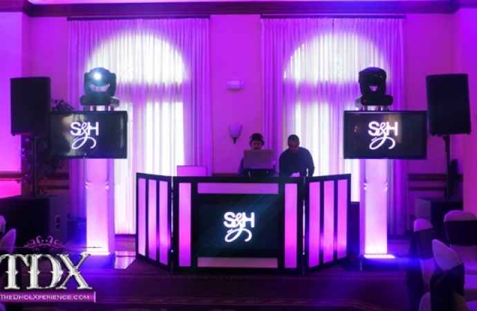 9-TDX-DJ-booth-with-Built-in-Plasma-Screen